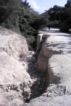 RECLAMAN RECONSTRUCCIÓN DE PUENTE