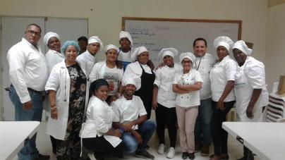 «Estudiantes de cocina del Centro de Formación Sor Vicenta Segura, finalizan validación ocupacional del INFOTEP»
