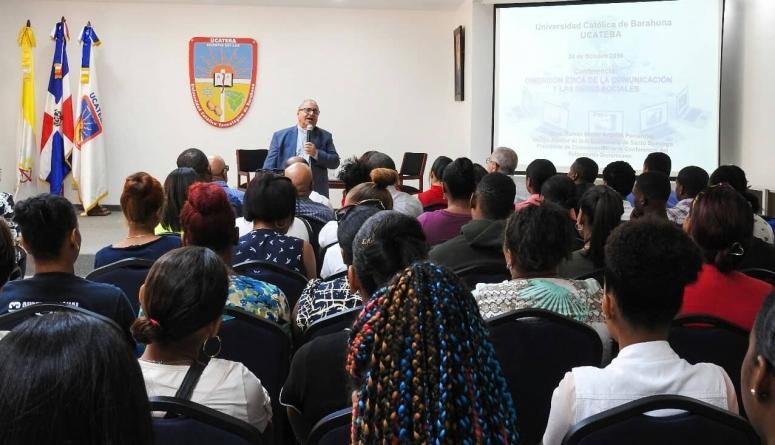 """UCATEBA CDP y SNTP desarrollaron exitosa conferencia """"Ética en los Medios de Comunicación"""" con Mons. Benito Ángeles"""