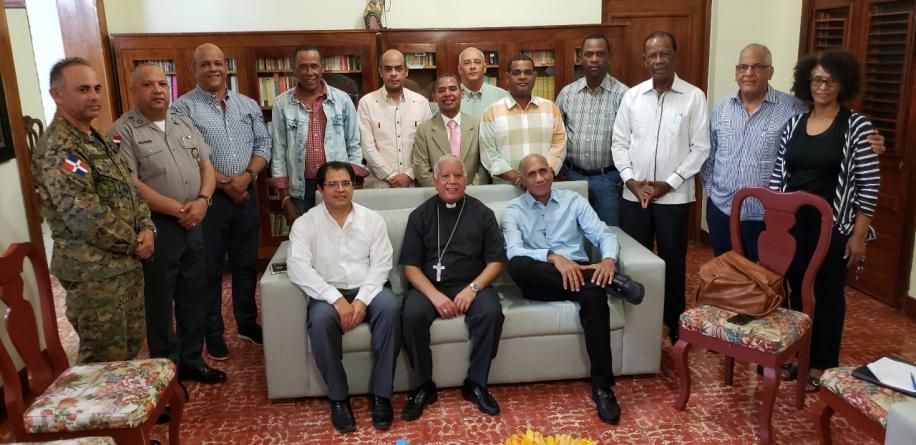 Obispo de Barahona sostiene encuentro con candidatos a la Alcaldía de Barahona