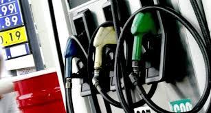 Descienden precios de combustibles.