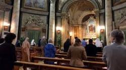 Italia y el Vaticano reabren sus iglesias.