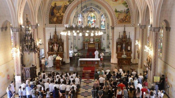 Vaticano anima a parroquias a relanzar la misión evangelizadora de la Iglesia.