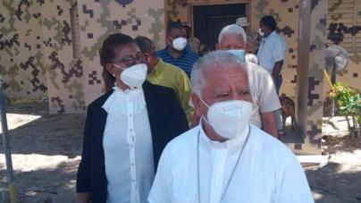 MONSEÑOR ANDRÉS NAPOLEÓN CÁRDENAS OBISPO DE LA DIÓCESIS EN BARAHONA VISITA PEDERNALES.