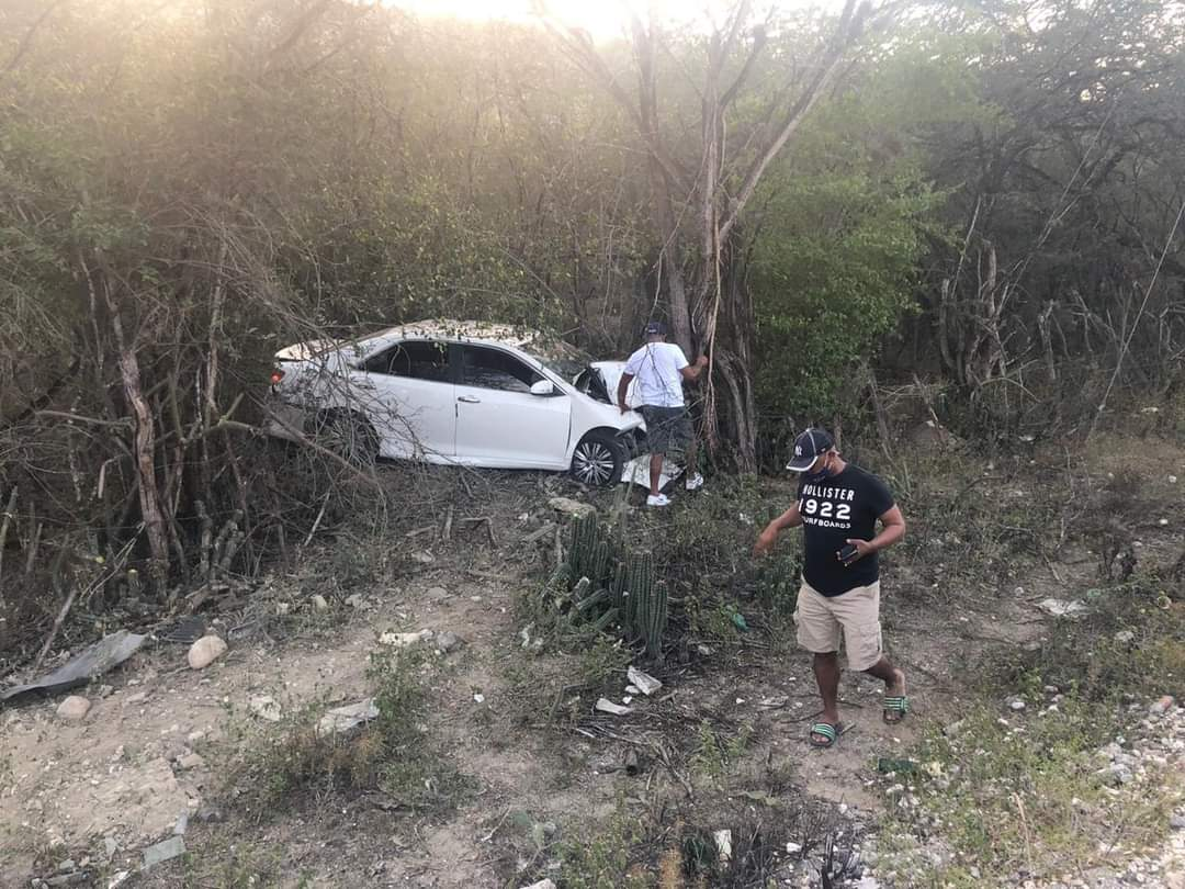 Producto de accidente hacen llamado al MOPC a rehabilitar tramo carretero.