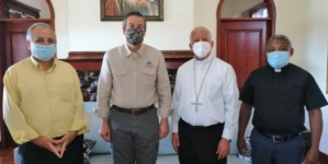 Obispo de Barahona recibe a Ministro de Medio Ambiente.
