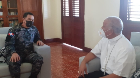 General Then realiza visita de cortesía a monseñor Romero Cárdenas