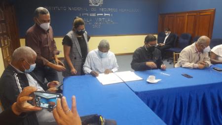 Firman acuerdo para terminar construcción de Presa de Monte Grande en Barahona