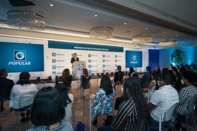 Banco Popular entrega becas a 65 jóvenes meritorios